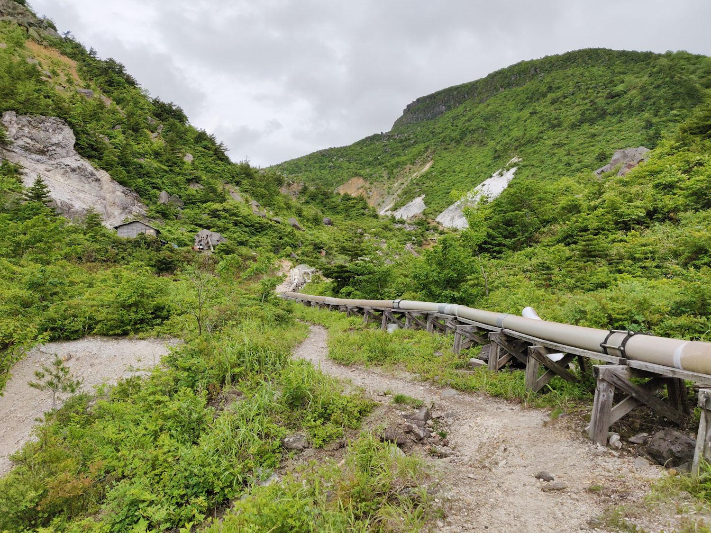 沼尻温泉 登山道中のパイプ