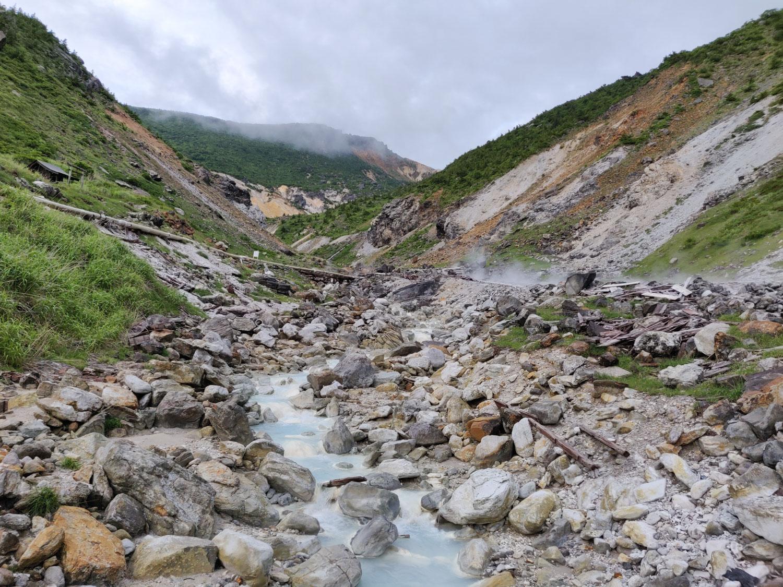 沼尻温泉 源泉地帯を流れる川