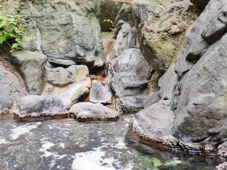 西山温泉 旅館中の湯 離れ露天風呂湯口