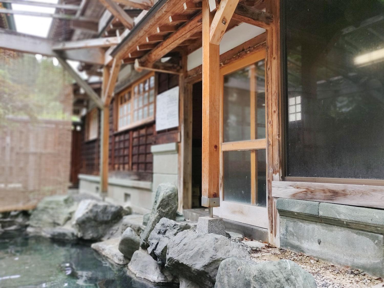 西山温泉 旅館中の湯 離れ露天風呂出口