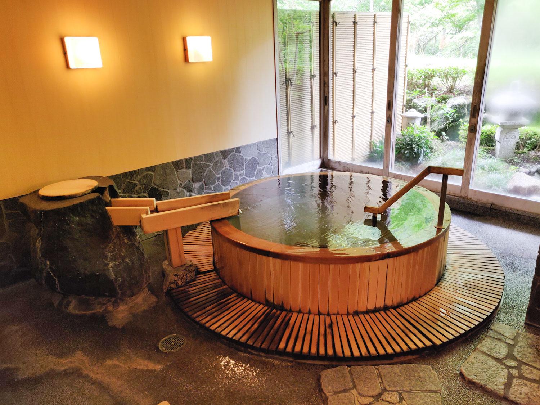 中川温泉信玄館 水光の湯浴槽