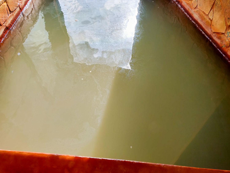 泡の湯温泉三好荘 黄緑色の湯