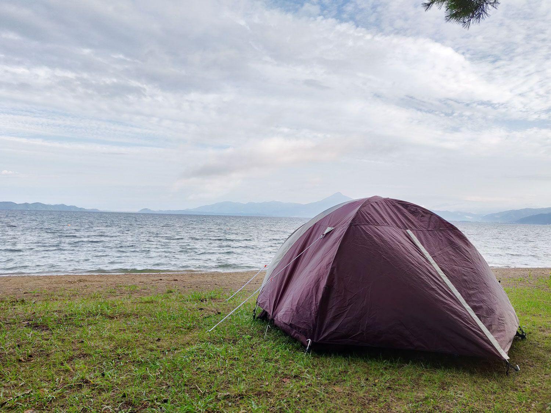 テントと猪苗代湖