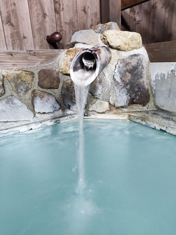水沢山荘 絆の湯 露天風呂湯口