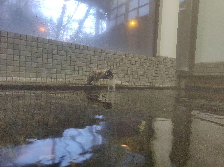 奥土湯温泉 小滝温泉 内風呂入浴中