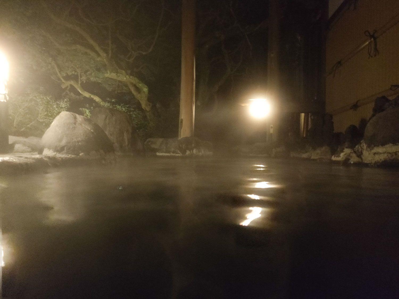 七滝温泉ホテル 唐傘天井露天風呂 奥側