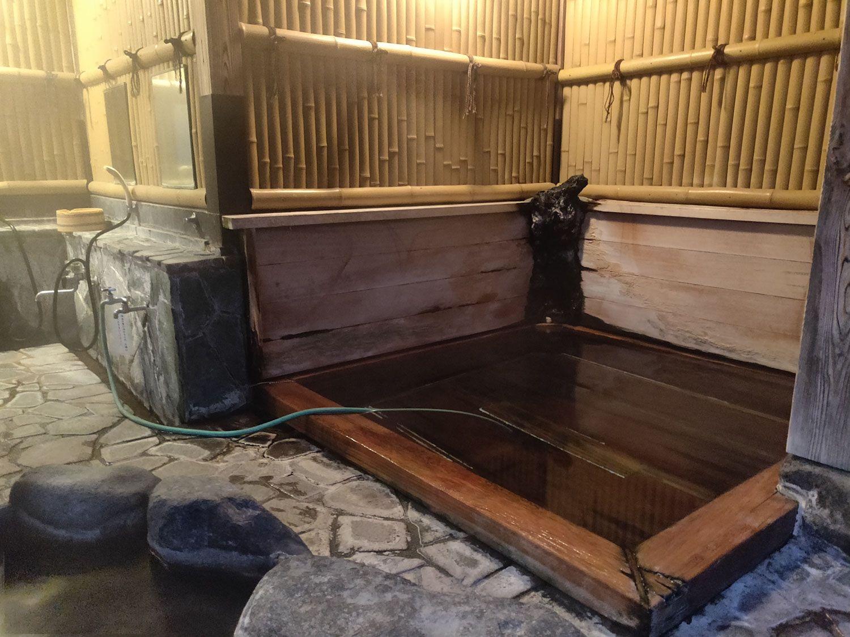 七滝温泉ホテル 庭園露天風呂 檜浴槽