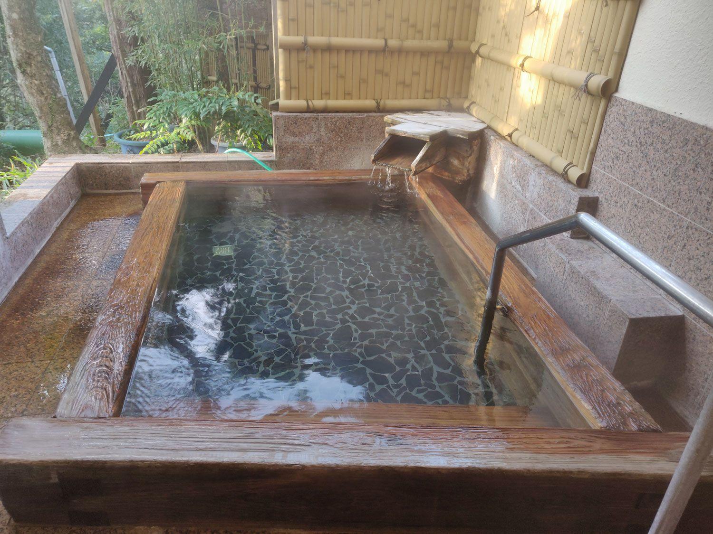 七滝温泉ホテル 家族露天風呂 浴槽