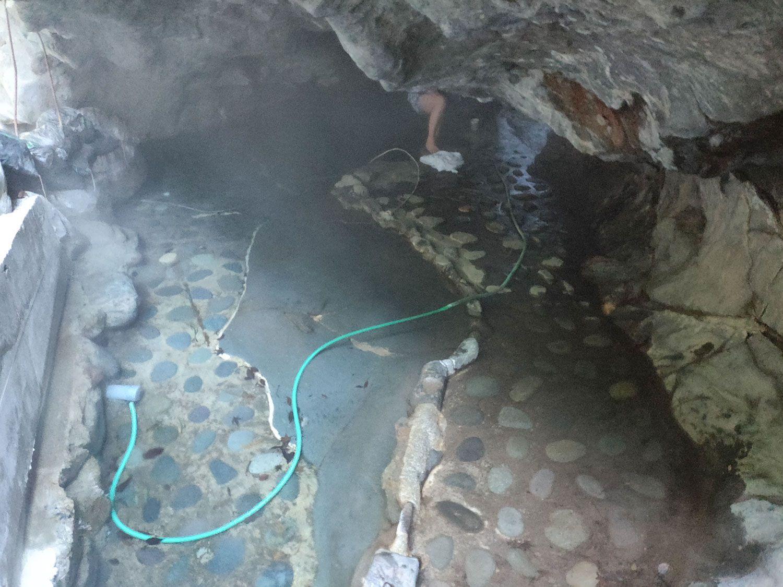 七滝温泉ホテル 洞窟風呂 上から
