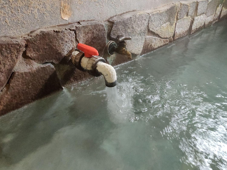 翁の湯 湯口