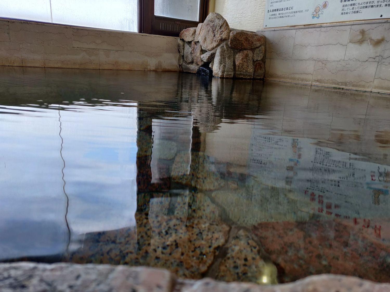椿温泉 しらさぎ 大浴槽の湯