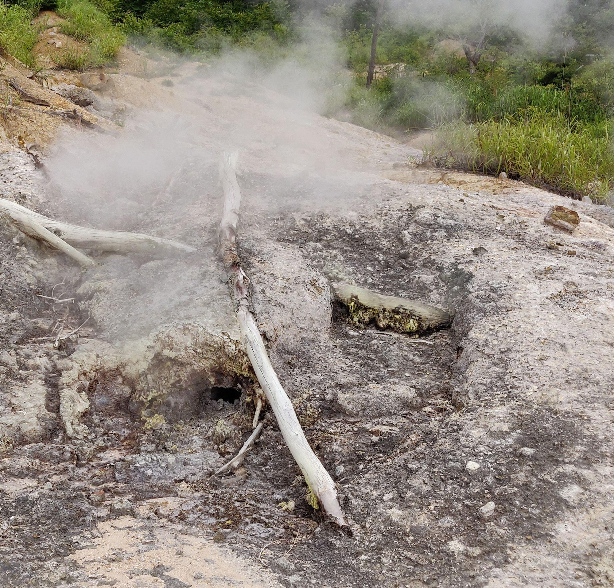 奥の院地獄の噴気