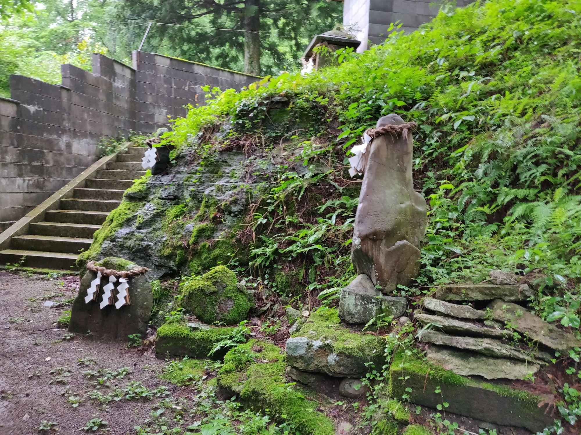 川渡温泉石神社