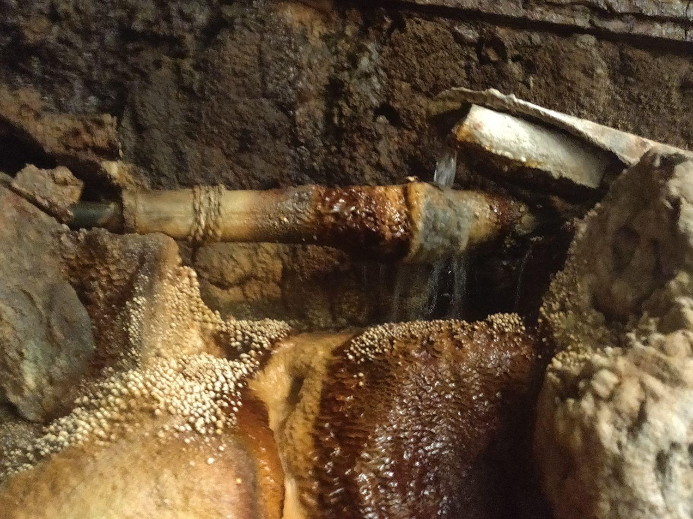 洞窟風呂 湯口上