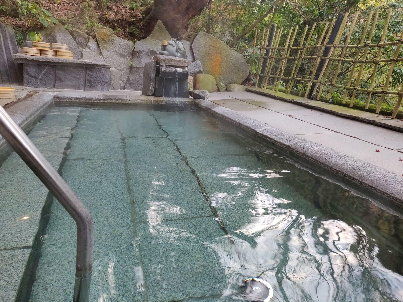 露天風呂男湯 浴槽の湯