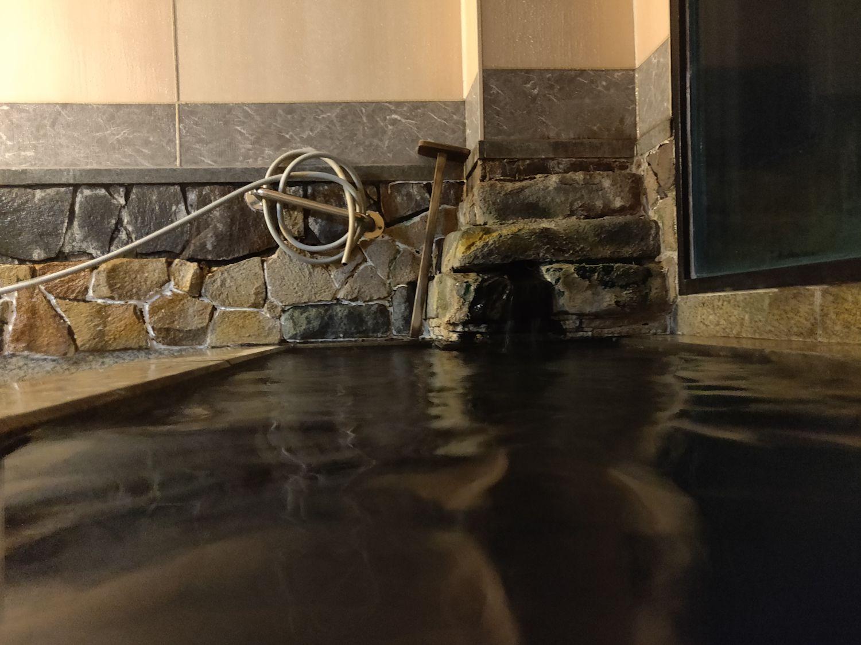 家族風呂 入浴中目線 湯口側